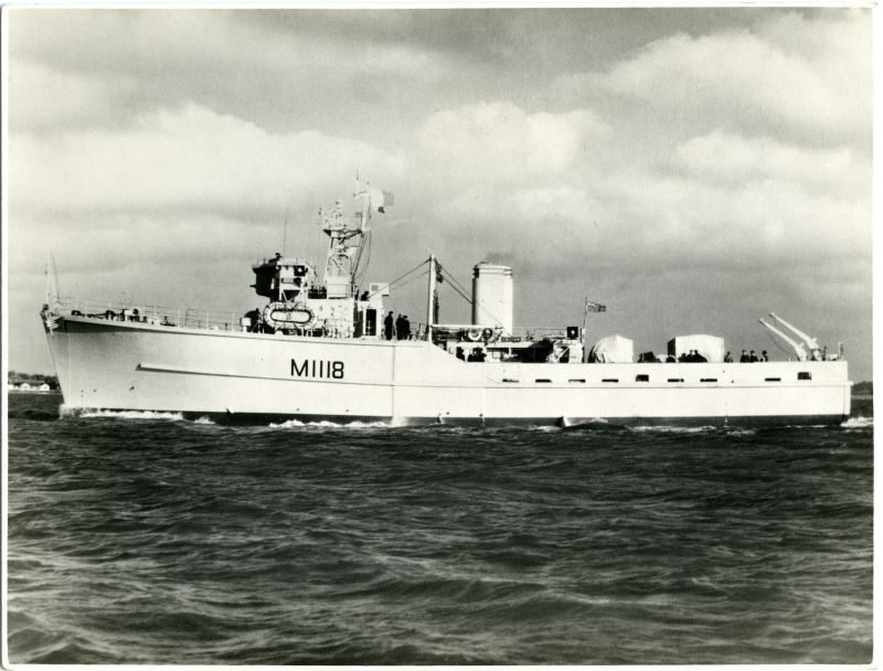 Minesweeper CALTON M1118 on trials. Built by Wivenhoe Shipyard, completed 12 November 1954. 