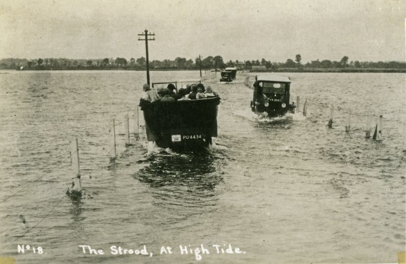 High tide at the Strood before it was widened in 1931. Charabanc PU4434 on the left. YK9043 on the right. 