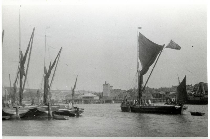 25. ID HBC_006_025 Barges ?, KING, D.E.F. (?), SIRDAR (?). Hulk of steamer in right background. Location unknown.