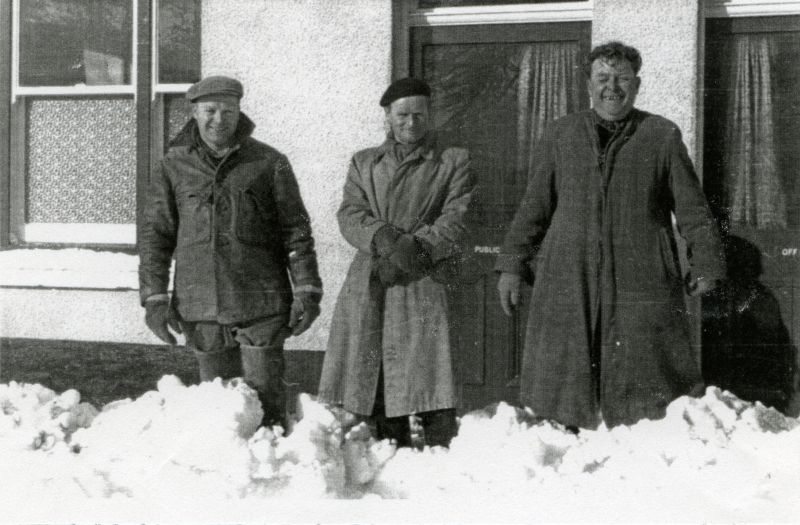 Outside the White Hart after 12 of snow in 1958.