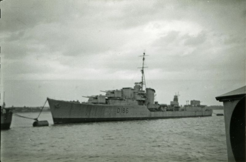 Destroyer D186, thought to be at Harwich. HMS MUSKETEER, completed 1942, sold for scrap 1955.