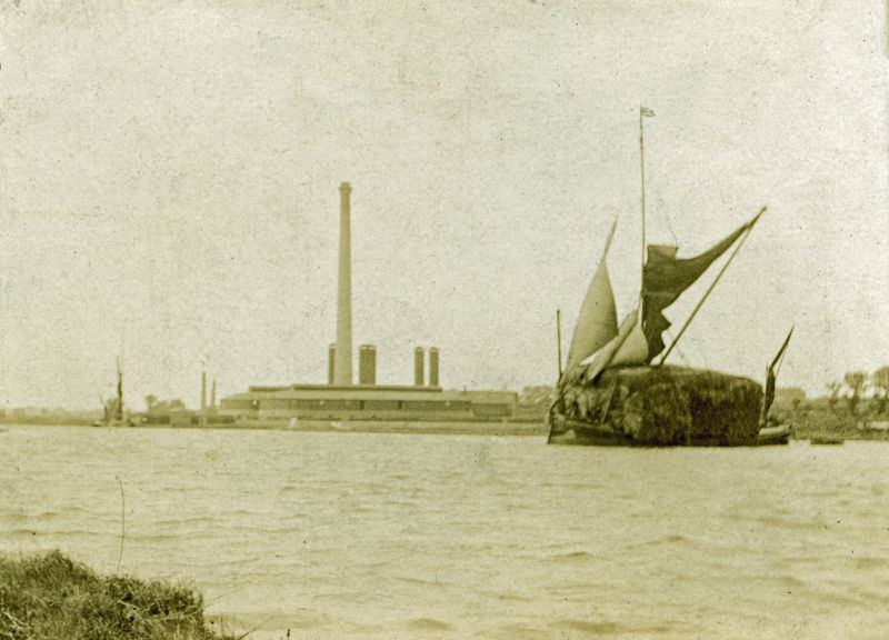 Barge with Straw (a Stackie). D Went Wellers (from back of photograph --- DW). A very valuable photo (from John Leather).