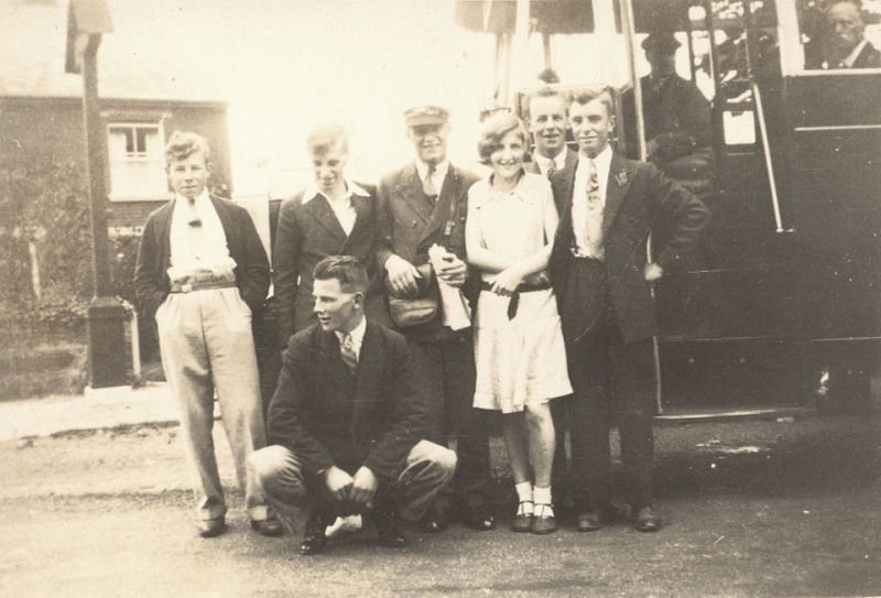 L- R. Unknown. Claude Mole. Unknown. Unknown. Arthur Mills. Alfred Mole. 