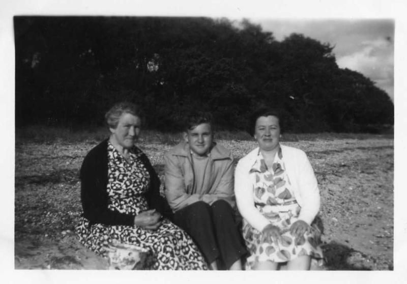 Alice Hewes, Robert and Betty at West Mersea. 