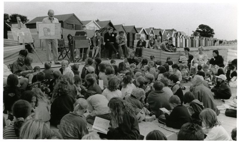 Continuing a 70-year old Mersea Tradition, Peter French conducted yet another Beach Club for the children of visitors and residents in July 1998.