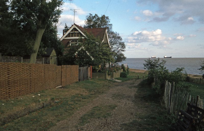 Boathouse at the end of Beach Road - this house has since been replaced. Laid up in the river are MEADOWBANK and SOPHIA C. 