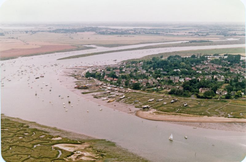 Buzz'n Creek. Houseboats and the Hard beyond. 