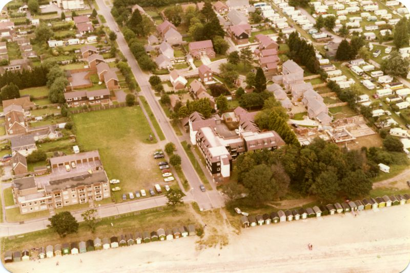 Seaview Avenue. Charleston Court in the centre. 