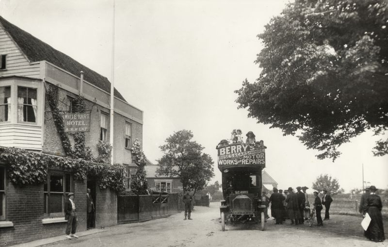 Berry's bus waiting outside the White Hart, West Mersea, before 1911